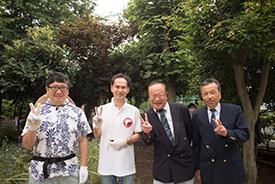 (左から)学校支援地域本部長の横尾さん。嶺町特別出張所長の大津さん、東調布中学校校長の髙橋先生、東調布中スマイルサポート代表の清水さん