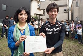 代表の竹田さん(右)に認定証を受けとっていただきました